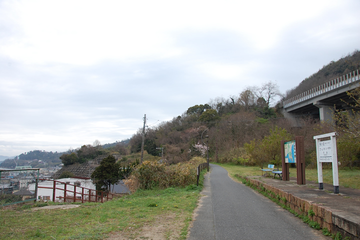 風の道 琴海駅 左手には児島競艇が!