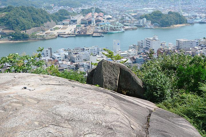 ポンポン岩