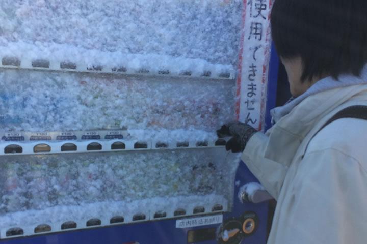 凍った自販機