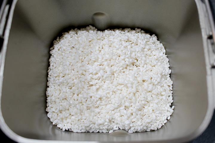 餅米をホームベーカリーに投入