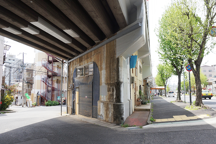 阪急王子公園駅近く高架下