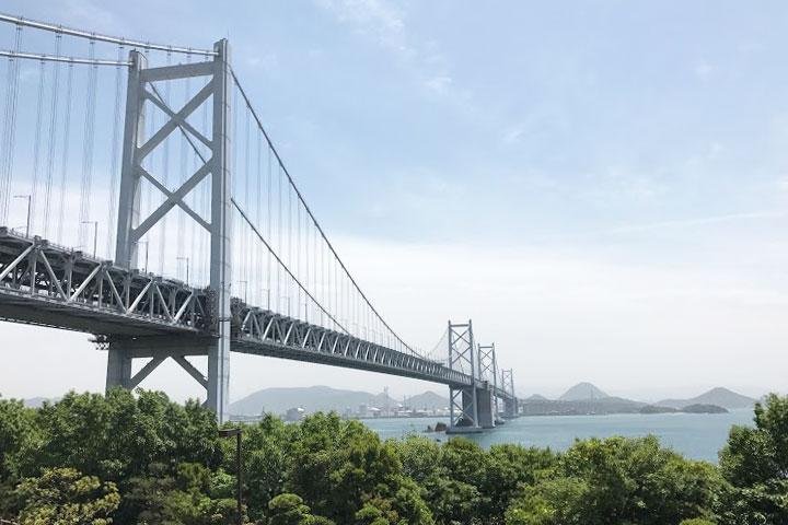 与島パーキングから見た瀬戸大橋。美しい。