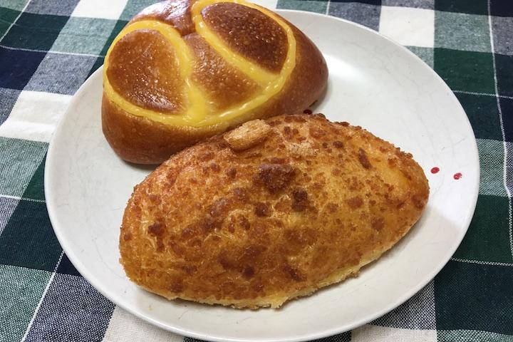 クリームパンとチキンカレーパン