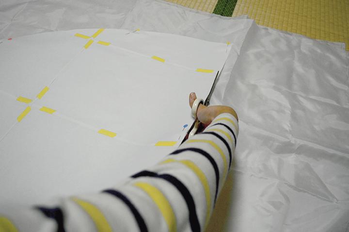 布地の裁断の様子
