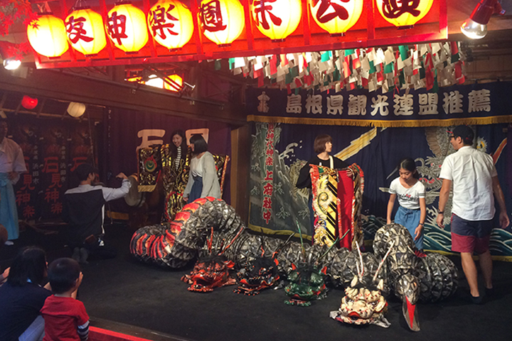 浜田の夜神楽公演終演後の様子です。
