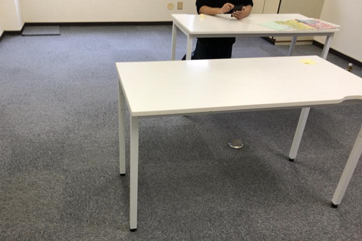 ひとまず神戸から持ってきた2人分の机